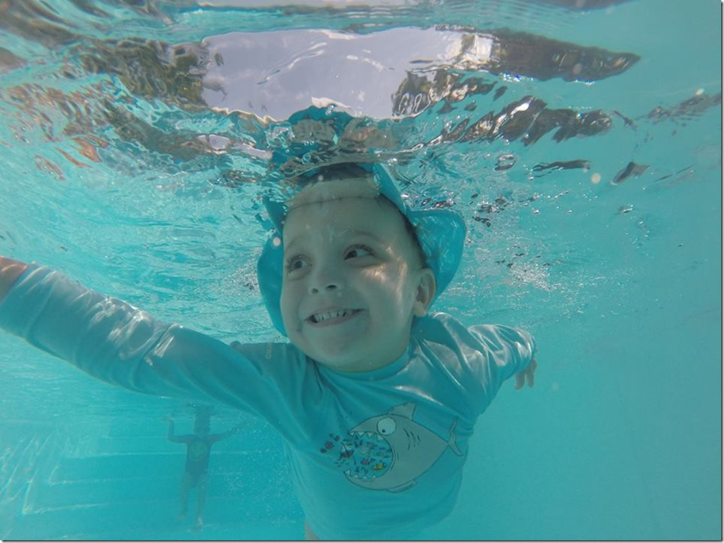 Kyan kiffe la piscine !