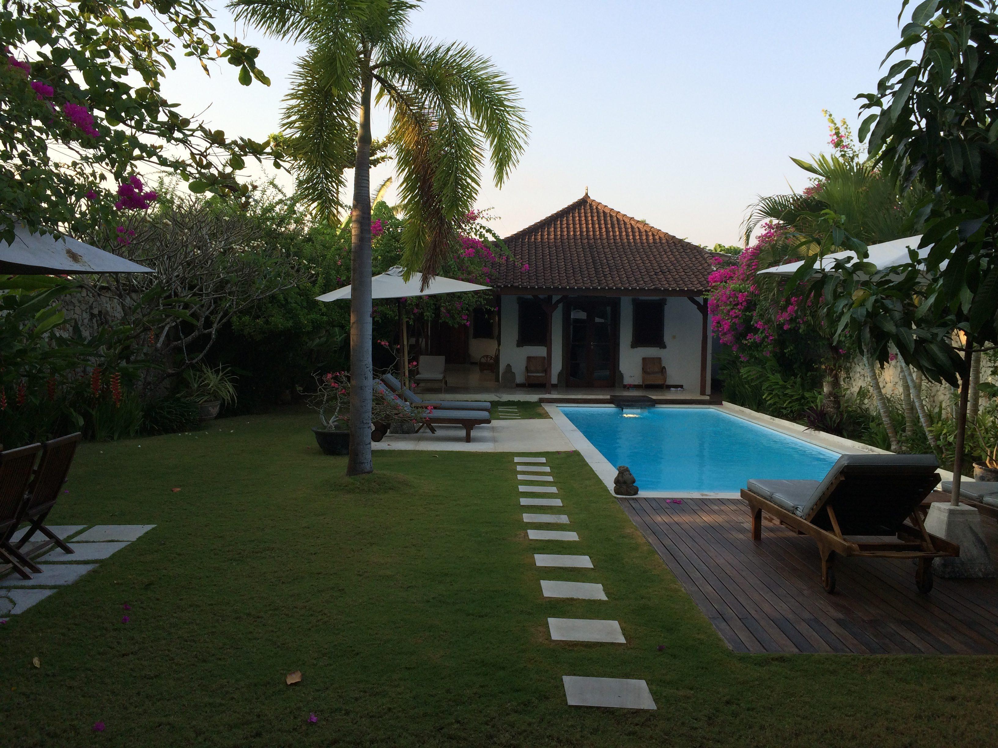 La villa côté coin jour - vue sur la piscine et le coin nuit