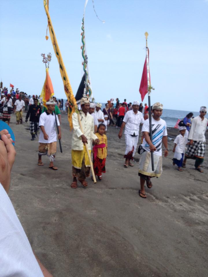 Procession au Tanah Lot